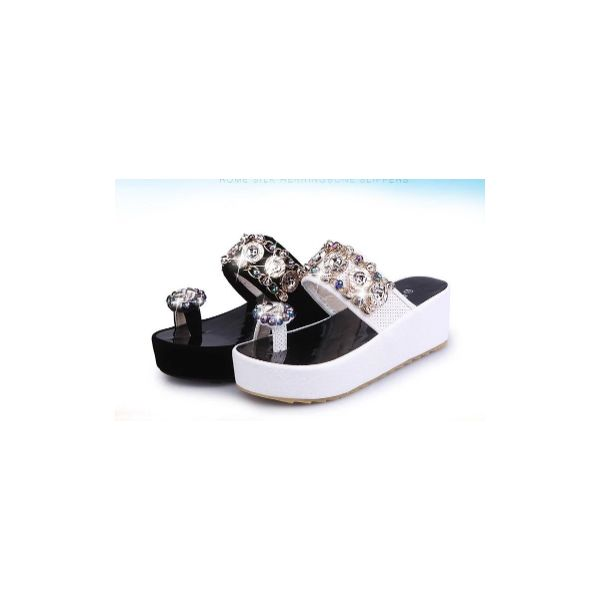 New thick-soled suit for fashionable ladies' sandals