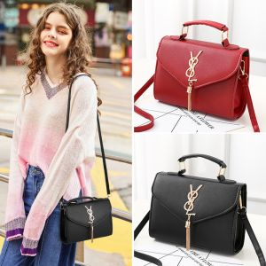 Stylish metallic buckle shoulder bag