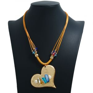 Heart-shaped shell pendant necklace