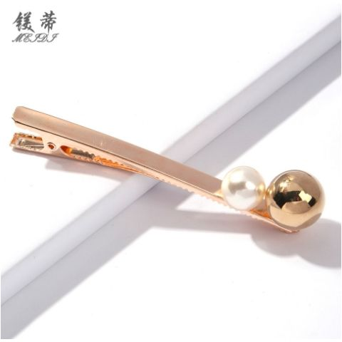 Imitation pearl triangle geometry fashion clip